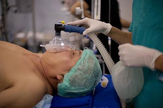 обеспечение дыхания через кислородную маску