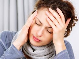 резкая головная боль - один из симптомов микроинсульта