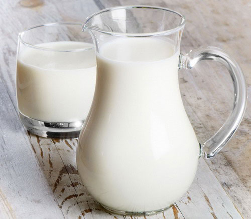 кувшин со свежим молоком