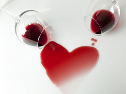 два бокала, образующие сердце