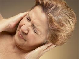 у женщины боль в ушах