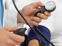 измерение артериального давления ручным тонометром