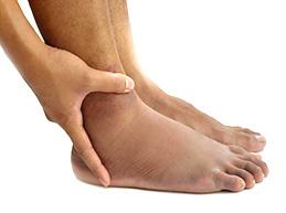 Отеки на ногах при сердечной недостаточности: причины, что делать